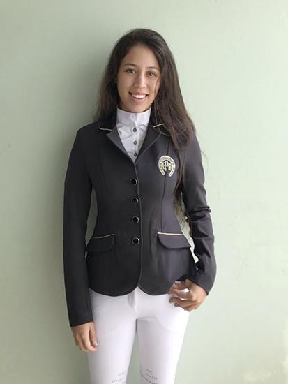 O lindo sorriso de Paula Rodrigues de Sá, campeã da categoria Jovem Cavaleiro A