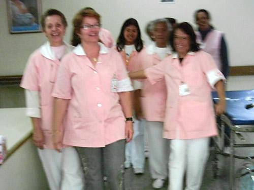 Voluntárias se distribuem pela unidade hospitalar.